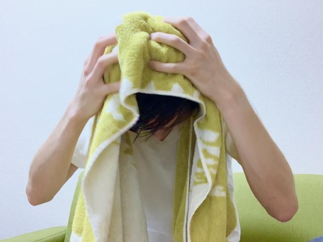 タオルでゴシゴシ拭く